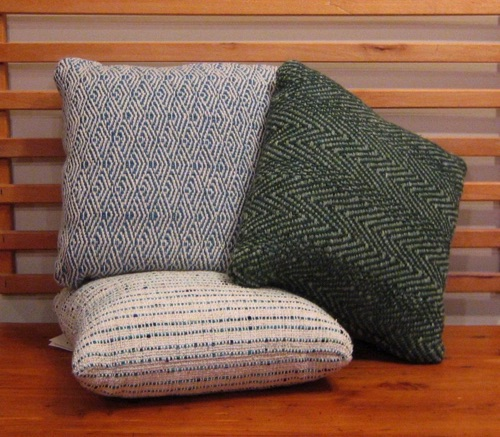 8 harness Twill variation pillows - 16 inches